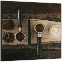 Bruine KuijsFotoprint Dibond –Gemalen Koffiebonen en Koffie op een Plankje– 80x80 Foto op Aluminium (Wanddecoratie van metaal)
