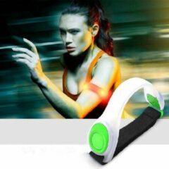 Merkloos / Sans marque LED Hardloop Sportarmband - GROEN | INCL 4 Batterijen | Sportarmband | Safety sport armband | Hardlopen | Veiligheidsband | Hardloop verlichting | Armband hardloop-sport-fiets-wandelen | wandelen-hond |