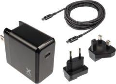 Zwarte Xtorm Volt Reislader 65W USB-C PD 3.0 Laptop Oplader + USB-C Kabel 2M
