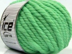 Ice yarns Wol breien met breinaalden maat 10 – 12 mm. – dikke licht groene breiwol kopen pakket van 3 bollen garen 100 gram per bol 100% wol – breigaren van een fijne kwaliteit