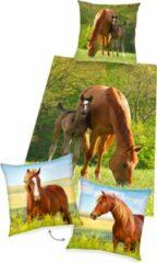 Groene Herding Dekbedovertrek Paard, 135 x 200 cm, Merrie met Veulen , Dekbed eenpersoons - incl. sierkussen bruin paard 40x40 cm