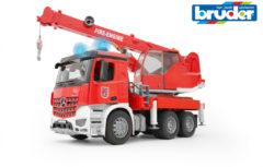 Rode Bruder 03675 - Mercedes-Benz Arocs brandweerwagen met kraan - Kraanwagen