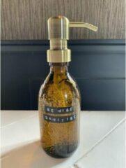 Wellmark Sanitiser bruin glas messing pomp 250ml tekst BE WISE SANITISE 8719325913927