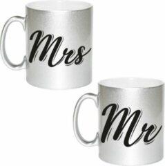 Bellatio Decorations Zilveren Mr and Mrs cadeau mok / beker - 330 ml - keramiek - bruiloft / huwelijk / jubileum – cadeaumokken voor koppels / bruidspaar