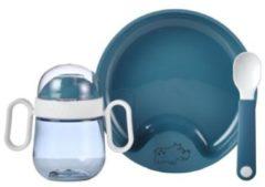 Donkerblauwe Mepal Mio – Babyservies 3-delig – bestaat uit een oefenbord, antilekbeker en oefenlepel – Deep blue – licht in gewicht – kan tegen een stootje