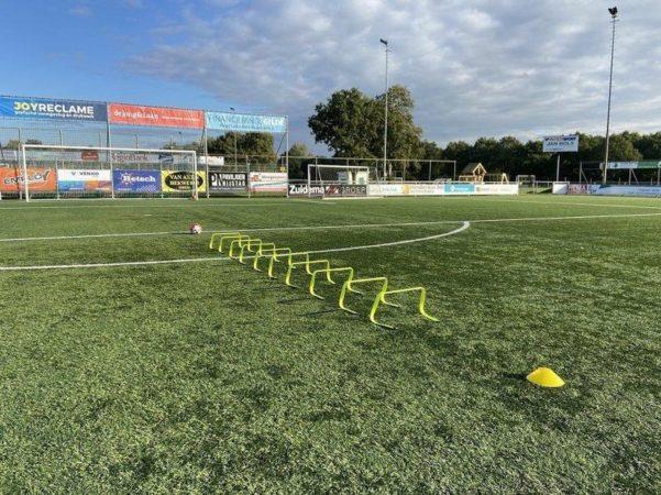 Afbeelding van Gele Ciclón Sports hordenset - Draagtas met 10 horden voor sport, training en voetbal - 23 cm hoogte