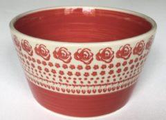Bunzlau keramiek rode ronde hoge kom, roos/bloem