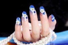 Sandesen 24-delige kunstnagel Art-decoratieset. Blauw en wit met stippen en bloemen. Volledige dekking DIY Kunstnagels. 10 verschillende maten en minimaal 2 stuks per maat 9 varianten