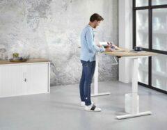 Kantoormeubelen.pro Zit Sta Bureau Slinger - 140x80 cm - Wit onderstel - Robson Eiken blad