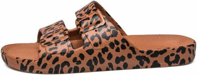 """Afbeelding van Freedom Moses Slippers """"Leo Toffee"""" - Caramel met Leopard print - maat 28/29"""