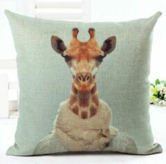 Turquoise Kussenhoes grappige Giraf in trui en sjaal. Kussensloop grappig dier. Sier kussenhoes 45x45