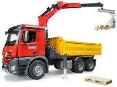 Rode Bruder 03651 - Mercedes-Benz Arocs constructievrachtwagen met kraan - Kraanwagen