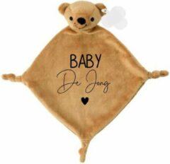 Bruine Livingstickers Knuffeldoekje beertje met achternaam baby-persoonlijk kraamcadeau