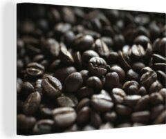 OneMillionCanvasses Canvas Schilderij Macro Eten - Close-up van donkere koffiebonen - 60x40 cm - Foto print op Canvas schilderij (wanddecoratie woonkamer / slaapkamer)