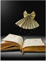 Bruine KuijsFotoprint Poster – Origami Engel Zwevend boven een Boek - 30x40cm Foto op Posterpapier