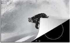 KitchenYeah Luxe inductie beschermer Snowboarden - 80x52 cm - Een snowboarder maakt op stijlvolle wijze een bocht - afdekplaat voor kookplaat - 3mm dik inductie bescherming - inductiebeschermer