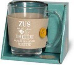 """Turquoise Snoepkado.com Theeglas -Zus - Gevuld met verpakte toffees - Voorzien van een zijden lint met de tekst """"Speciaal voor jou"""" In cadeauverpakking met gekleurd lint"""