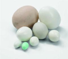 Lichtblauwe Beeztees Plastic broedeieren voor kanaries - Verpakt per 100 stuks