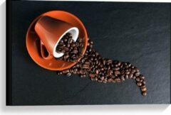 Oranje KuijsFotoprint Canvas - Koffiekop met omgevallen Koffiebonen - 60x40cm Foto op Canvas Schilderij (Wanddecoratie op Canvas)