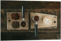 Beige KuijsFotoprint Plexiglas - Gemalen Koffiebonen en Koffie op een Plankje - 90x60cm Foto op Plexiglas (Wanddecoratie op Plexiglas)