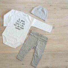 Merkloos / Sans marque Baby cadeau geboorte unisex jongen of Meisje Setje 3-delig newborn | maat 50-56 | grijs mutsje en broekje en romper lange mouw wit met zwarte tekst ik drink tot ik niet meer kan net als mijn tante | Bodysuit | pakje | Kraamcadeau |