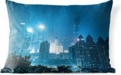 PillowMonkey Sierkussen Shenzhen voor buiten - Blauwe kleuren in de Chinese stad Shenzhen - 60x40 cm - rechthoekig weerbestendig tuinkussen / tuinmeubelkussen van polyester