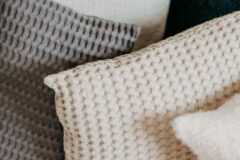 Antraciet-grijze Moes & Griet Cushion Cover Charcoal | Waffle 50x50
