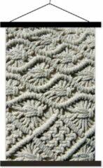 TextilePosters Macramé kussensloop van dichtbij weergegeven textielposter latten zwart 60x90 cm - Foto print op schoolplaat (wanddecoratie woonkamer/slaapkamer)