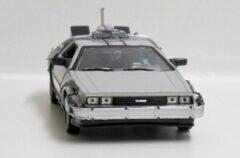 Grijze Movie Memorabilia DeLorean Back To The Future II Time Machine Fly Mode - 1:24 - Welly