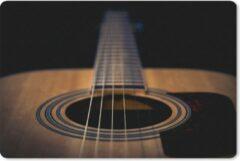 MousePadParadise Muismat Akoestische gitaar - Close up van een Akoestische gitaar op een zwarte achtergrond muismat rubber - 27x18 cm - Muismat met foto
