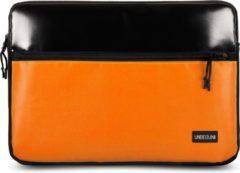 UNBEGUN MacBook Pro 13 inch sleeve met oranje voorvak (van gerecycled materiaal) - Zwart/Oranje laptop case voor nieuwe MacBook Pro 13.3 inch (2016/2017/2018/2019/2020)