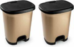 Goudkleurige Forte Plastics Set van 2x stuks kunststof afvalemmers/vuilnisemmers/pedaalemmers in het goudkleur/zwart van 27 liter met deksel en pedaal. 38 x 32 x 45 cm.