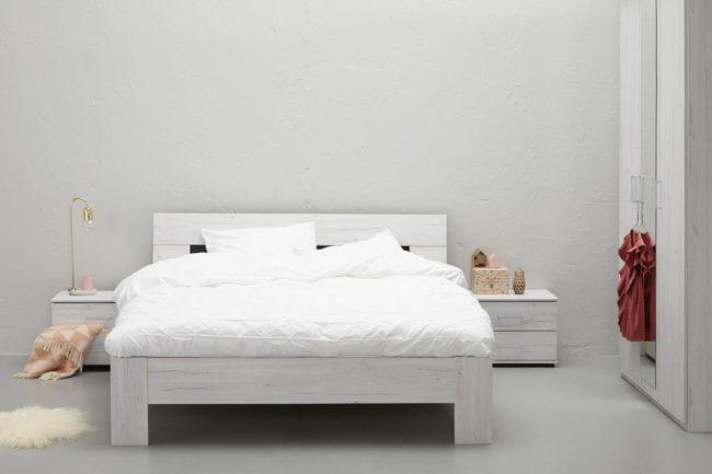 Afbeelding van Witte BeterBed Beter Bed | Basic complete slaapkamer Arillo met nachtkasten, kast, lattenbodems en matras