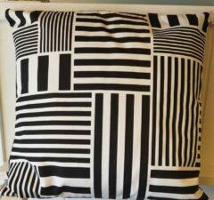 Klippan, retro sierkussen, zwart wit, cotton. 45x 45cm