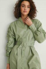 Kaki NA-KD Mini blousejurk met ceintuur