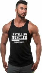 "MFFL Zwarte Tanktop sportshirt Size XXXL met Witte tekst "" Installing Muscles """