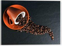 Oranje KuijsFotoprint Plexiglas - Koffiekop met omgevallen Koffiebonen - 40x30cm Foto op Plexiglas (Met Ophangsysteem)