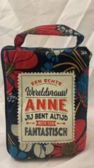 History&heraldy Shopper bag dames met leuke tekst EEN ECHTE WERELDVROUW ANNE JIJ BENT ALTIJD MEER DAN FANTASTISCH winkeltasje Wordt geleverd in cellofaan met linten