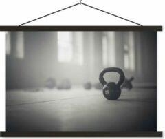 TextilePosters Verschillende kettlebellgewichten op de vloer in een fitnessruimte schoolplaat platte latten zwart 120x80 cm - Foto print op textielposter (wanddecoratie woonkamer/slaapkamer)