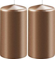 Enlightening Candles 2x Metallic koperen cilinderkaarsen/stompkaarsen 6 x 8 cm 27 branduren - Geurloze kaarsen metallic koper - Woondecoraties