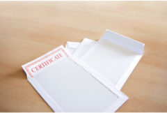 Bordrugenvelop Raadhuis 262x371mm EB4 wit met plakstrip krimp a 10 stuks