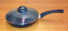 Zwarte Volkskuchen Koekenpan met Deksel - Ø 22 cm