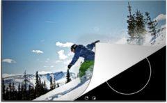KitchenYeah Luxe inductie beschermer Snowboarden - 80x52 cm - Een snowboarder balanceert op zijn board op de piste - afdekplaat voor kookplaat - 3mm dik inductie bescherming - inductiebeschermer