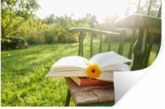 StickerSnake Muursticker In de tuin - Stoel met een boek in de tuin - 120x80 cm - zelfklevend plakfolie - herpositioneerbare muur sticker