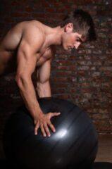 Zwarte Men's Health Gym Ball 75 cm - Crossfit - Oefeningen - Fitness gemakkelijk thuis - Fitnessaccessoire