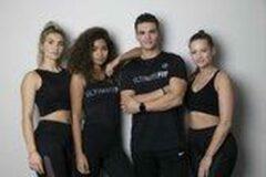 """Zwarte Ultimate Fit - Sportshirt met opdruk """"Ultimate Fit"""" en """"Be stronger than your excuses"""" op de achterzijde"""