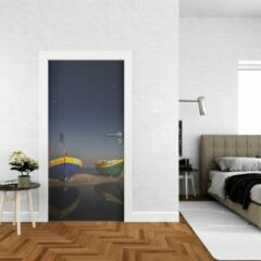 Blauwe Wallstation Deursticker Strand 4 - 100 x 250 cm - Gratis installatie-kit - Snelle levering