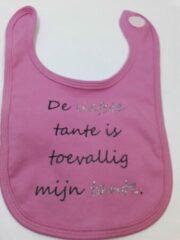 Marineblauwe Babybugz Slabbetje met tekst: De liefste tante is toevallig mijn tante