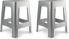 Forte Plastics 2x stuks rotan opstapje/krukje in het zilver - 36 x 36 x 45 cm - Keuken/badkamer/slaapkamer handige krukjes/opstapjes
