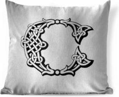 PillowMonkey Sierkussen Letter C illustratie voor binnen - Een handgetekende illustratie van de letter C - 40x40 cm - vierkant binnenkussen van katoen